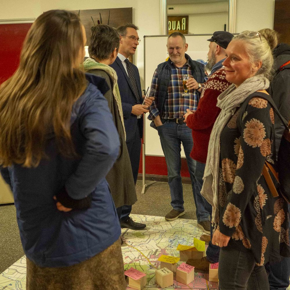 Geselliger Ausklang und Gespräche im Heider Stadttheater