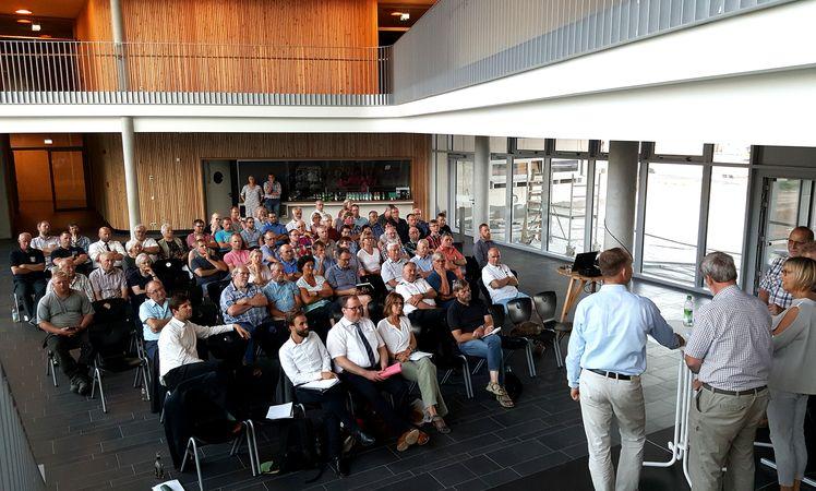 Foto: Plenum der Abschlussveranstaltung AEK Büsum-Wesselburen